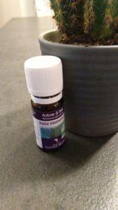 L'huile essentielle d'arbre à thé de la marque sélection docteur Valnet