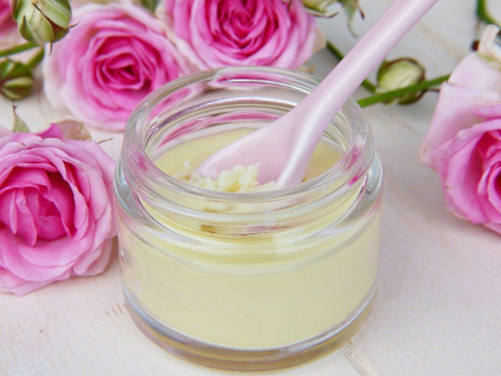 prendre soin de sa beauté avec les huiles essentielles-blog.betilami