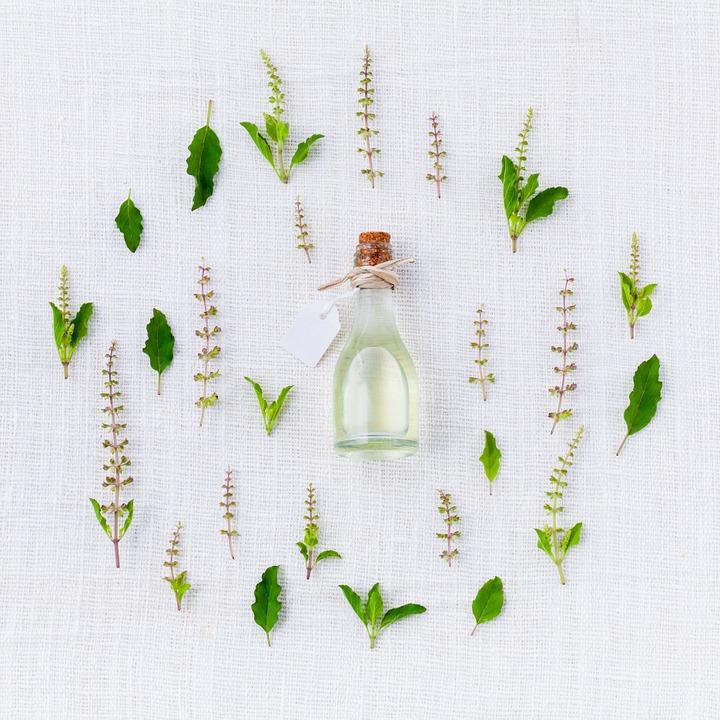 Les huiles essentielles indispensables à la naturopathie